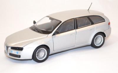 Alfa roméo 159 sw argent 1/24 Motor max