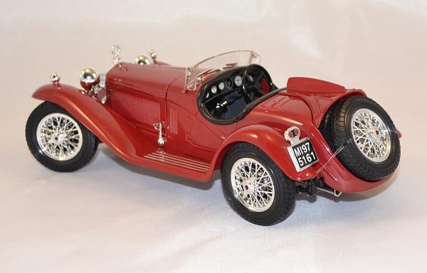 Alfa romeo 8c 2300 spider 1932 1 18 bburago www autominiature01 com 3