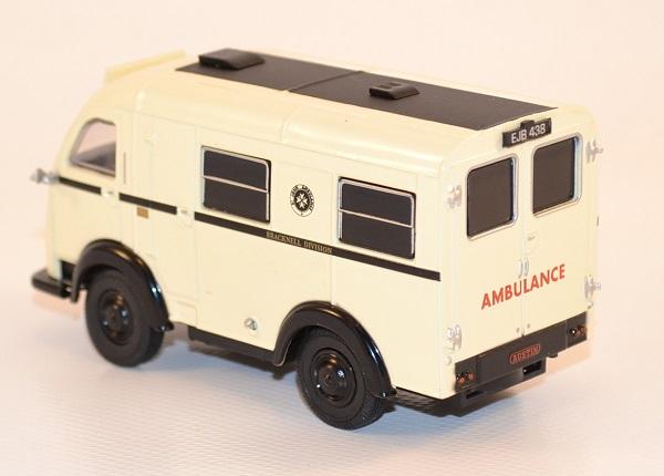 Autominiature01 com austin k8 welfarer ambulance 1 43 oxford 2