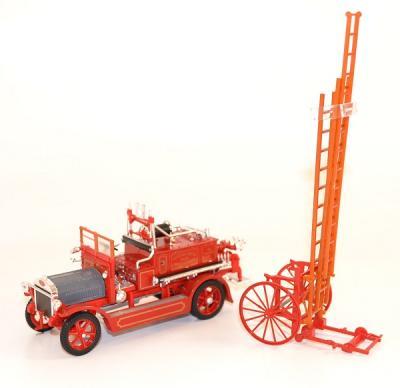 Dennis N Pompiers 1921 ladder