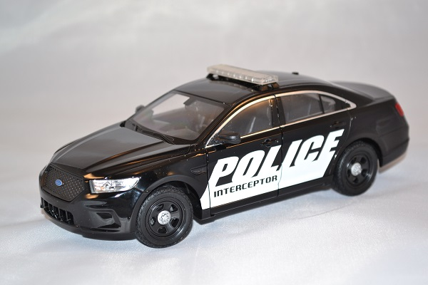 Autominiature01 com ford interceptor police 1 24 welly 1