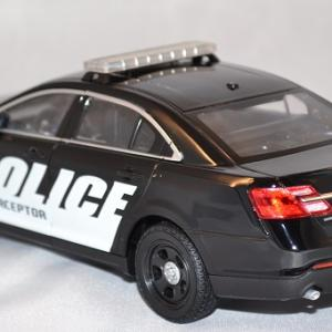 Autominiature01 com ford interceptor police 1 24 welly 2