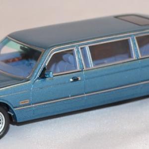Mercedes W126 Stretch limousine bleue 1/43 Neo