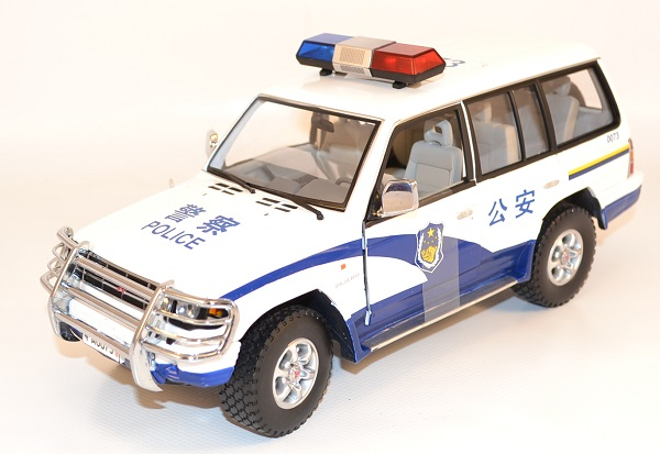 Autominiature01 com mitsubishi pajero 1998 police chine 1 18 sunstar 1