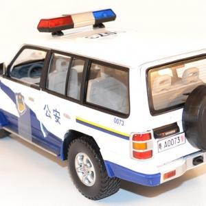 Autominiature01 com mitsubishi pajero 1998 police chine 1 18 sunstar 2