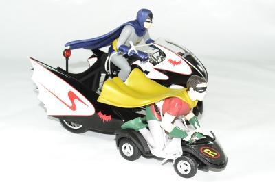Batcycle Side car 1966 batman avec figurines