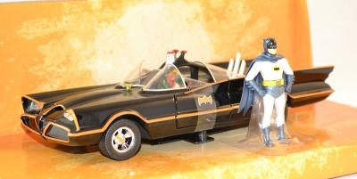 Batmobile serie tv 1966 avec figurine batman
