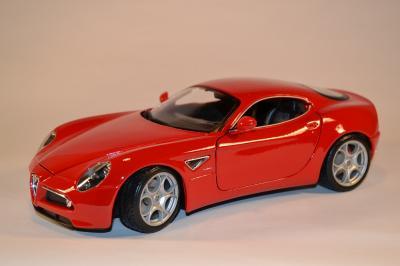 Alfa Romeo 8C competizione Bburago 1-18