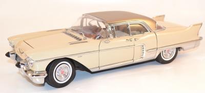 Cadillac Eldorado Brougham 1957 creme1/18 Sunstar