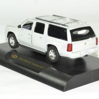 Cadillac escalade esv 2004 gris 1 43 signature autominiature01 2