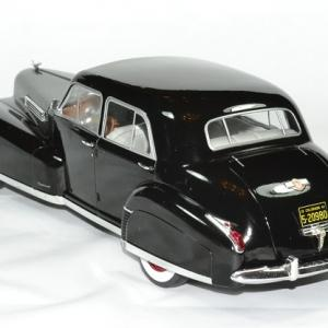 Cadillac fleetwood series 60 speciale 1 18 mdg autominiature01 2