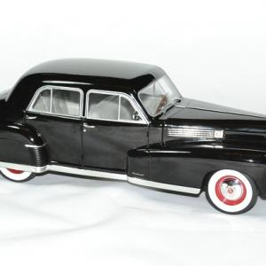 Cadillac fleetwood series 60 speciale 1 18 mdg autominiature01 3