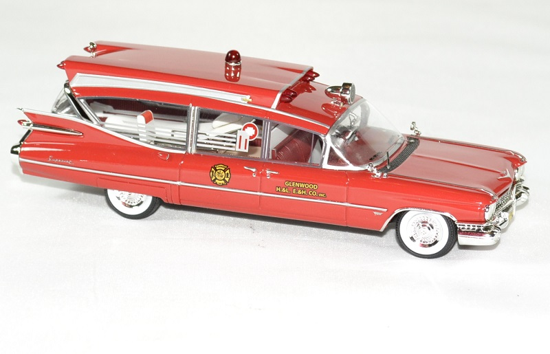 Cadillac series 75 s s ambulance 1 43 neo autominiature01 3