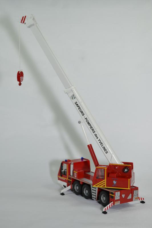 Camio grue sapeurs pompiers yvelines 78 bburago bur32010 autominiature01 3