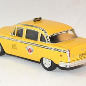 Checker whitebox marathon taxi 1963 ny autominiature01 2