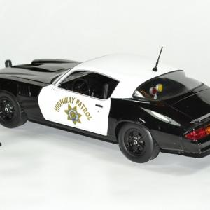 Chevrolet camaro z28 police 1 18 1979 greenlight autominiature01 1