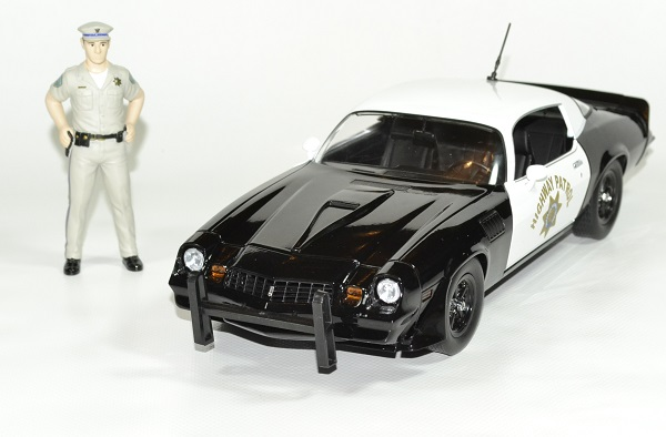Chevrolet camaro z28 police 1 18 1979 greenlight autominiature01 2