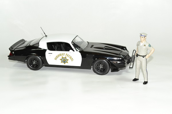 Chevrolet camaro z28 police 1 18 1979 greenlight autominiature01 3