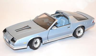 Chevrolet Camaro Z28 bleu clair 1982 Sunstar 1/18
