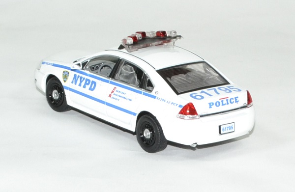 Chevrolet impala police blue bloods 1 43 greenlight autominiature01 2