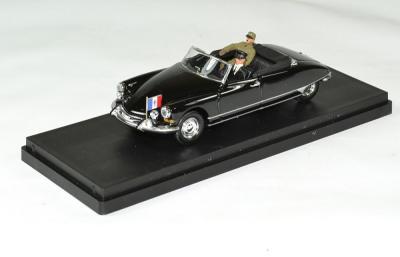 Citroen DS cabriolet figurine du Général De Gaulle 1959