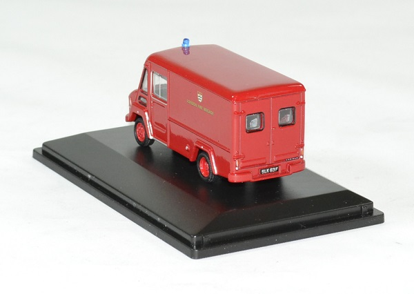 Commer walker london fire brigade 1 76 oxford autominiature01 2