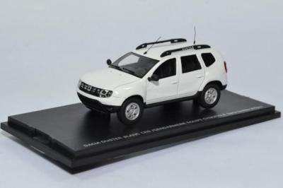 Dacia Duster blanc version CRS ou Secours en montagne ou gendarmerie ou équipe cynophile