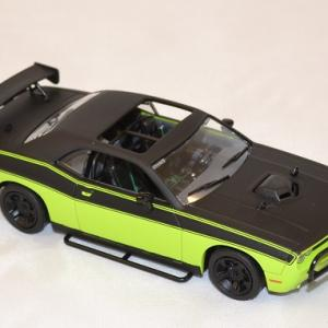 Dodge challenger srt8 2014 letty fast and furious 7 1 43 greenlight autominiature01 com 3
