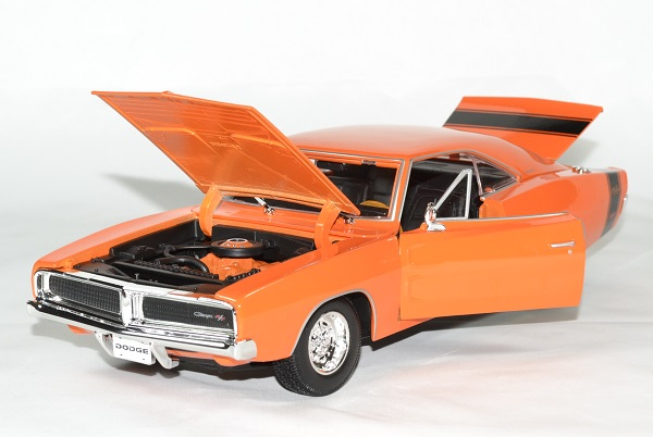 dodge charger r t orange 1969 miniature auto maisto 1 18. Black Bedroom Furniture Sets. Home Design Ideas