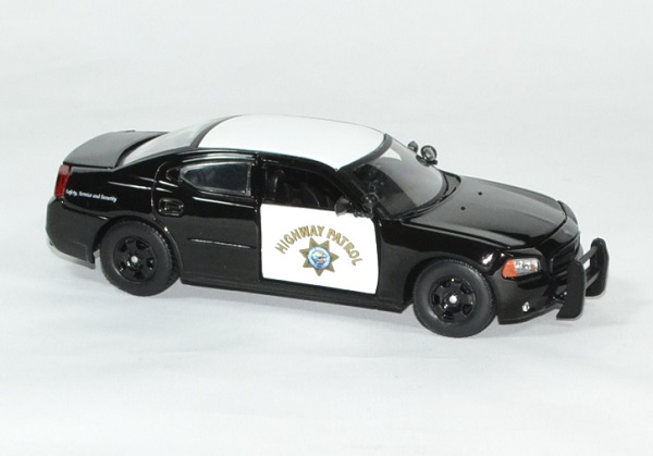 Dodge charger interceptor 1 43 police greenlight autominiature01 3