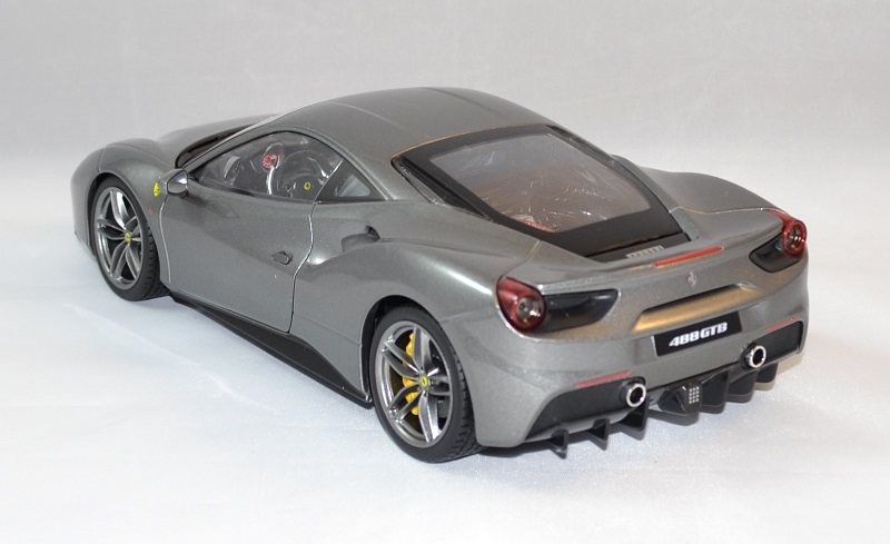 Ferrari 488 gtb grise bburago 1 18 bur16905g autominiature01 3