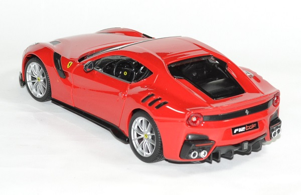 Ferrari f12 tdf 2016 rouge 1 24 bburago autominiature01 2