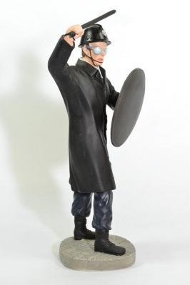 Figurine d'un policier CRS 1968 23 cm