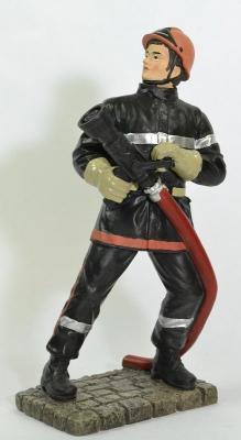 Figurine Jeune Sapeur Pompier avec lance LDV