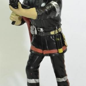 Figurine Sapeur Pompier avec Appareil respiratoire ARI  et sa lance