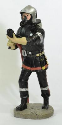 Figurine Sapeur Pompier avec Appareil respiratoire isolant ARI et sa lance
