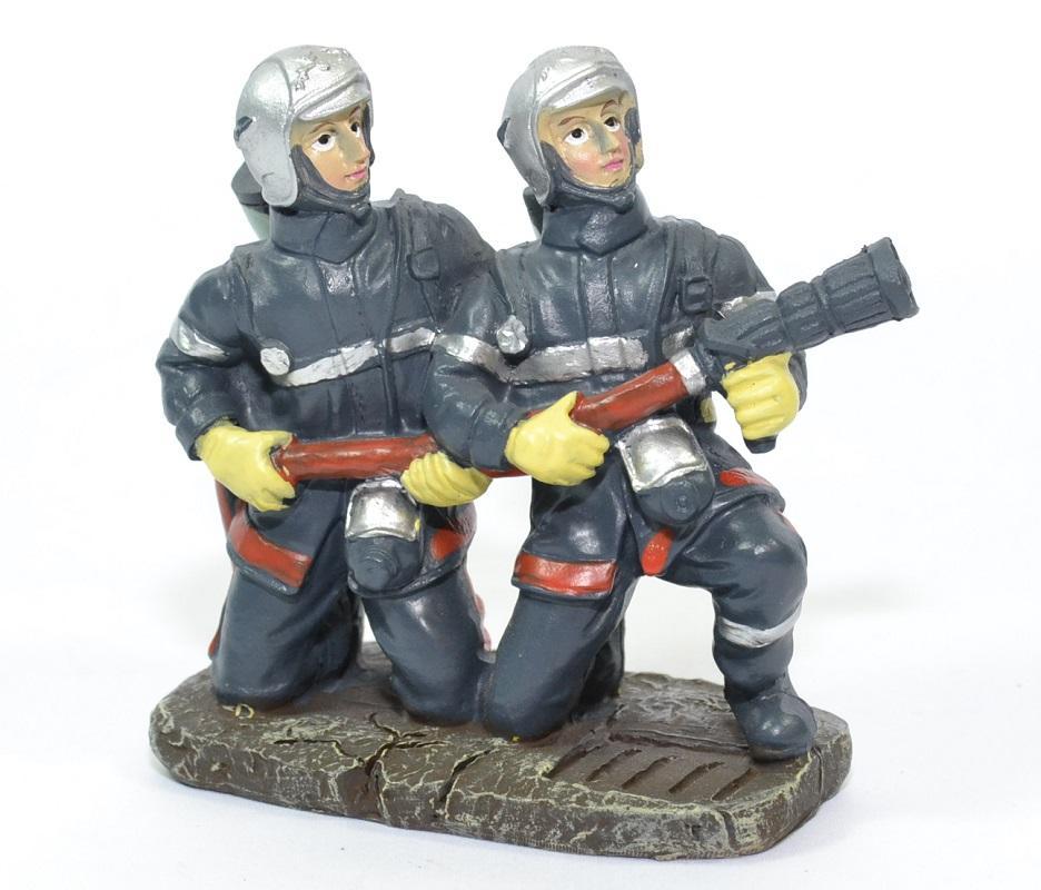 Figurines sapeurs pompiers accroupis lance pom018 10cm autominiature01