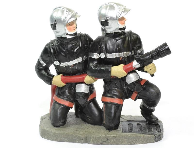 Figurines sapeurs pompiers accroupis lance pom036 15cm autominiature01