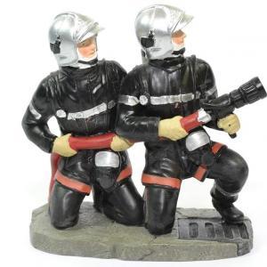 Figurines 2 Sapeurs Pompiers accroupis avec lance incendie LDV