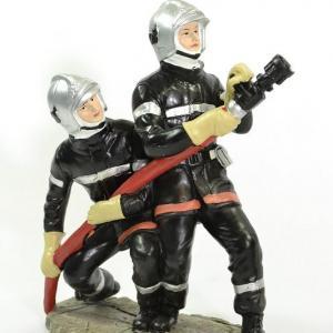 Figurines 2 Sapeurs Pompiers avec lance incendie LDV jet vers le haut