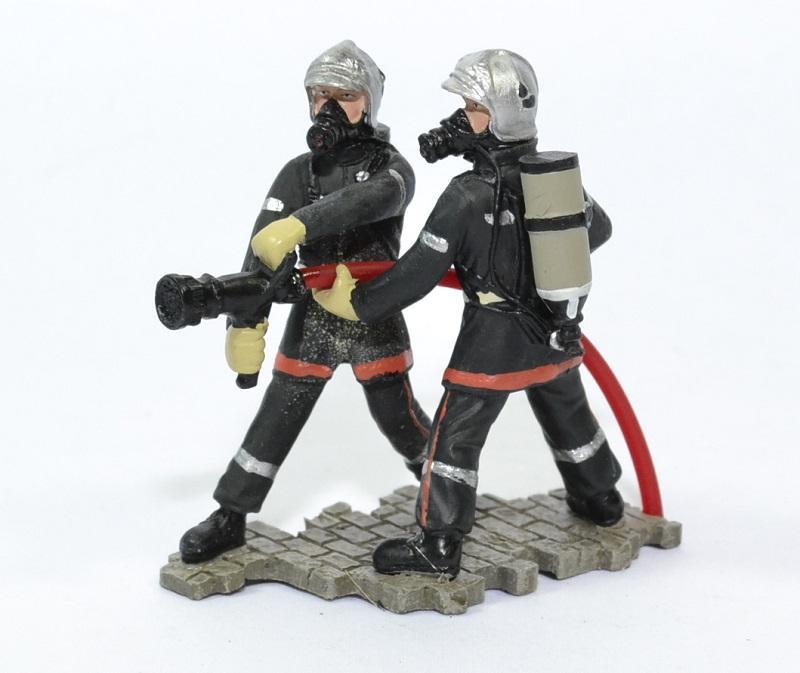 Figurines sapeurs pompiers lance horizontale pom075 8cm autominiature01