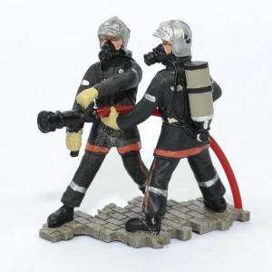 Figurines 2 Sapeurs Pompiers avec lance incendie LDV jet horizontal