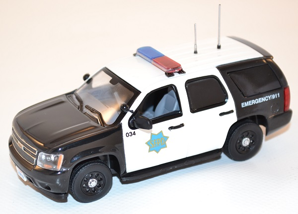 first-response-1-43-chevrolet-tahoe-san-francisco-police-dept-sfpd-autominiature01-com-41.jpg