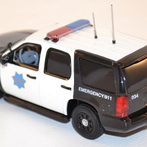 first-response-1-43-chevrolet-tahoe-san-francisco-police-dept-sfpd-autominiature01-com-42.jpg