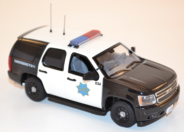 first-response-1-43-chevrolet-tahoe-san-francisco-police-dept-sfpd-autominiature01-com-43.jpg