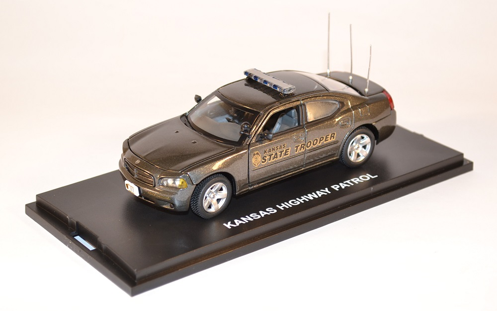 first-response-1-43-dodge-charger-kansas-highway-patrol-police-miniature-auto-autominiature01-com-1-1.jpg