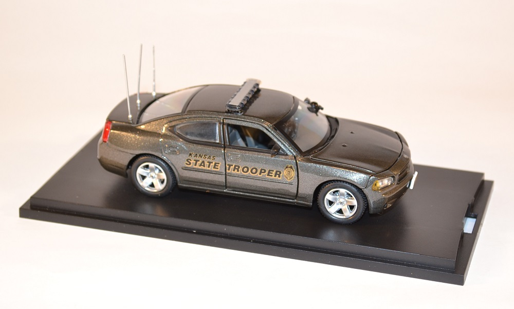first-response-1-43-dodge-charger-kansas-highway-patrol-police-miniature-auto-autominiature01-com-2.jpg