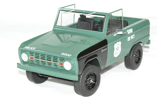 Ford bronco police 1967 nypd 1 18 greenlight autominiature01 1