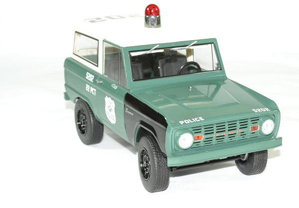 Ford bronco police 1967 nypd 1 18 greenlight autominiature01 4