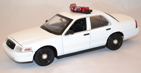 Ford crown police 2001 greenlight 1 18 autominiature01 1